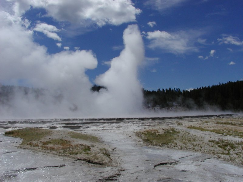 http://www.lpi.usra.edu/education/EPO/yellowstone2002/workshop/greatfountain/greatfountain_imgs/p7280424_m.jpg