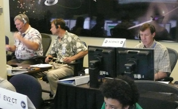 Astronaut Stan Love and PI David Kring in Mission Control