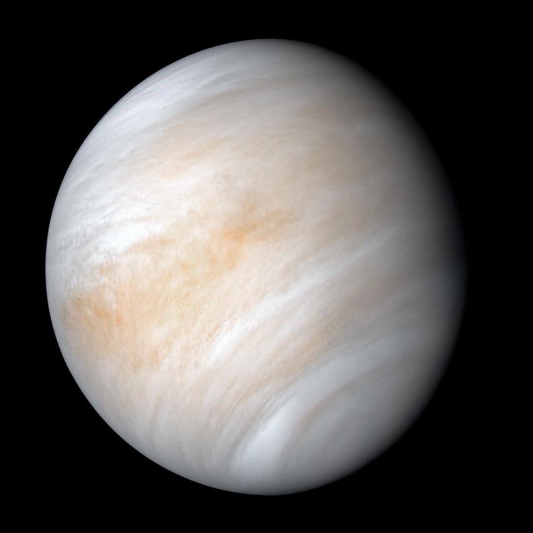 Las inhóspitas nubes de Venus son visibles en esta imagen recién procesada de la nave espacial Mariner 10. Crédito: NASA / JPL-Caltech.