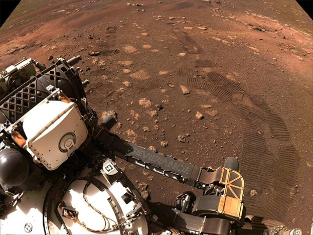 Image of the Perseverance rover on its first drive on martian soil on March 4, 2021.